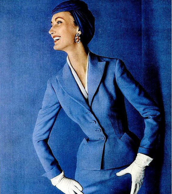 Evelyn Tripp in a suit and hat Sacony Adolfo of Emme, 1955