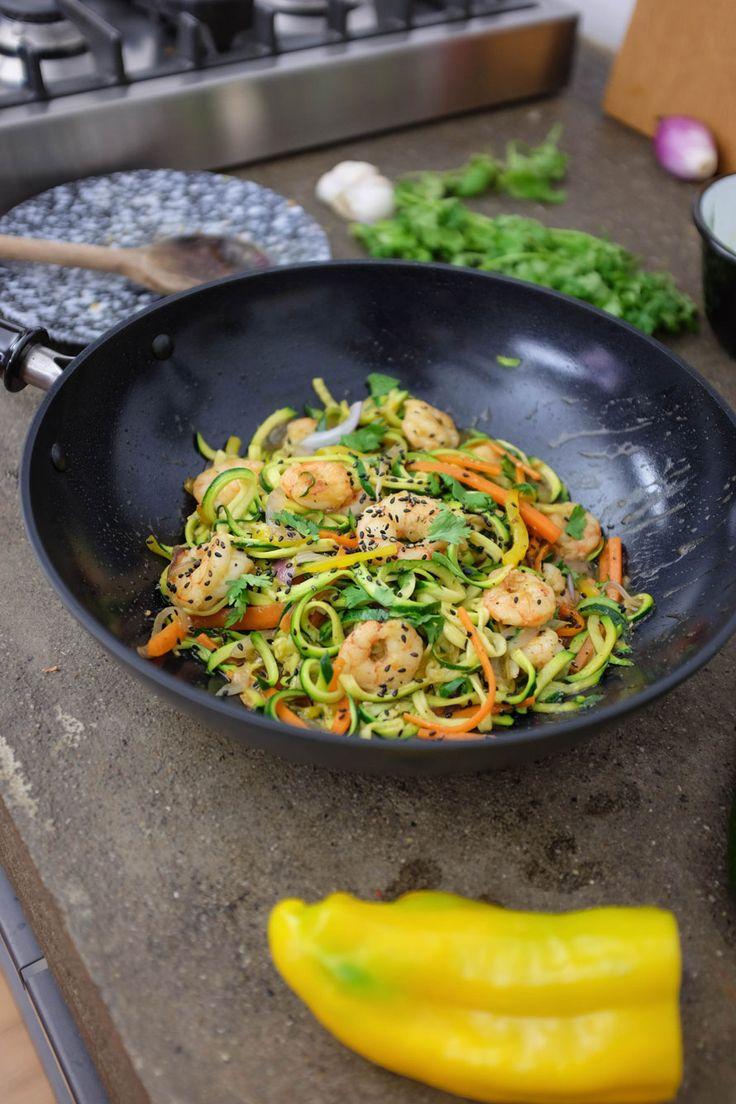 I primi spaghetti di zucchine non si scordano mai. Ecco una ricetta super tasty da cucinare direttamente nel wok. Pronto a spadellare?