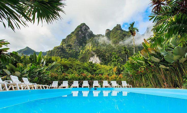 Tahiland, Khao Sok: Der er så mange vidunderlige hoteller i Thailand, og her er er endnu et! Elephant Hills ligger nemlig virkelig flot, og du bor i afrikansk inspirerede telte.