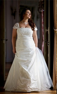 i wonder how i would look with a sleeved wedding dress...