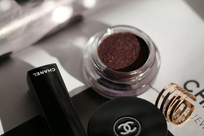 Chanel Illusion D'Ombre Long Wear Luminous Eyeshadow 857 Rouge Noir