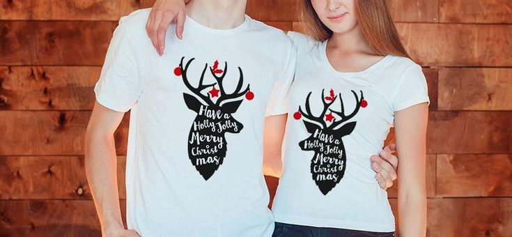 Uite un mod original prin care puteti transmite o urare de Craciun. Imbracati setul de tricouri cuplu Holly Jolly, va faceti o poza si o postati pe Facebook sau o trimiteti prin What's Up.    Setul Holly Jolly costa 130 lei si este disponibil aici: https://www.tiparo.ro/tricouri-personalizate/tricouri-craciun/set-tricouri-cuplu-holly-jolly