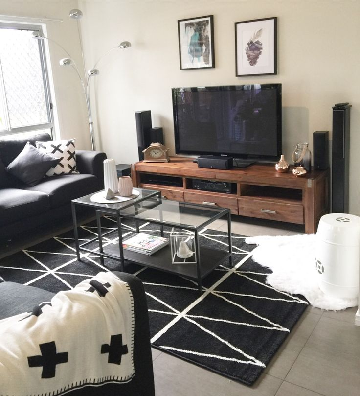 My budget Kmart Australia rug! Perfect for a quick lounge room update. Budget styling at its best.