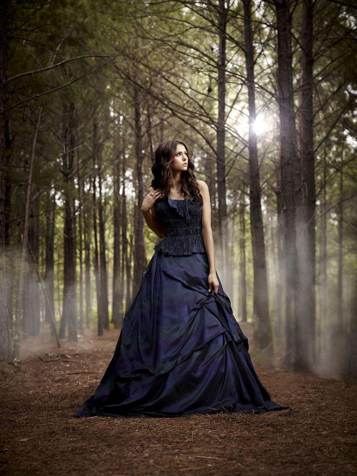Нина Добрев — Фотосессия для «Дневники вампира» 2010 – 8
