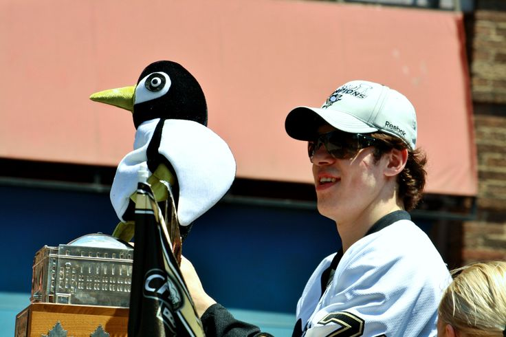 Geno & Penguin (Photo by AxsDeny on Flickr: June 15th parade honouring the 2009 NHL Stanley Cup champions, the Pittsburgh Penguins)