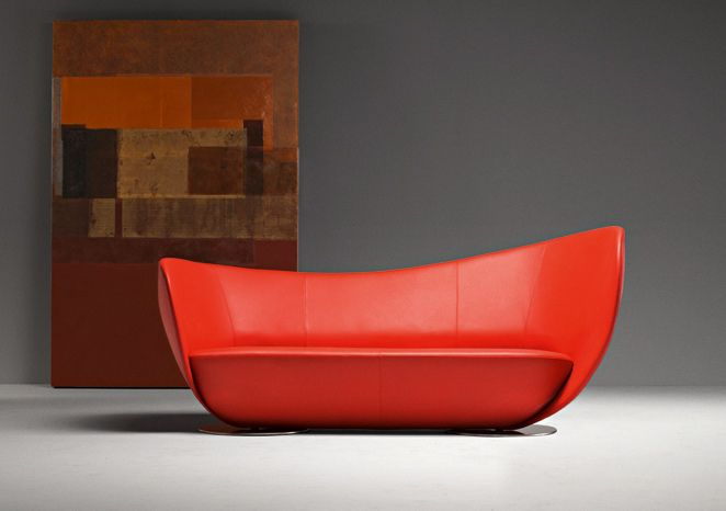 MonCoeur, sofa by La Cividina (design Peter Harvey) A triumph of craftsmanship, a sofa and armchair which imitate the lines of a heart. A precious piece of handiwork which requires maximum technical know-how.
