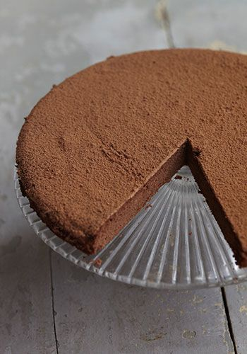 Coconut flour chocolate cake recipe Honestly Healthy  http://www.honestlyhealthyfood.com/blogs/honestly-healthy-food/tagged/christmas