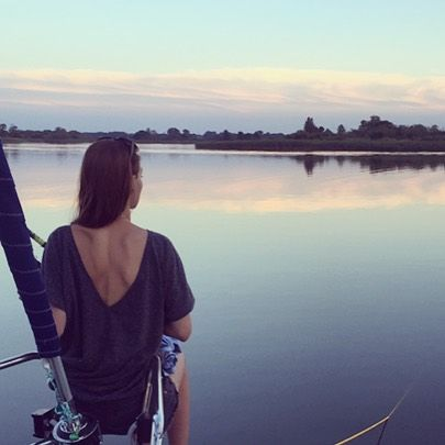 Another weekend, another adventure  Saling&partying at Mazury ☀️ #grey #outfitoftheday #ootd #style #love #tshirt #backless #lessismore #simple #mazury #travel #girl #lake #evening #lastnight #weekend #holiday #mood #easy