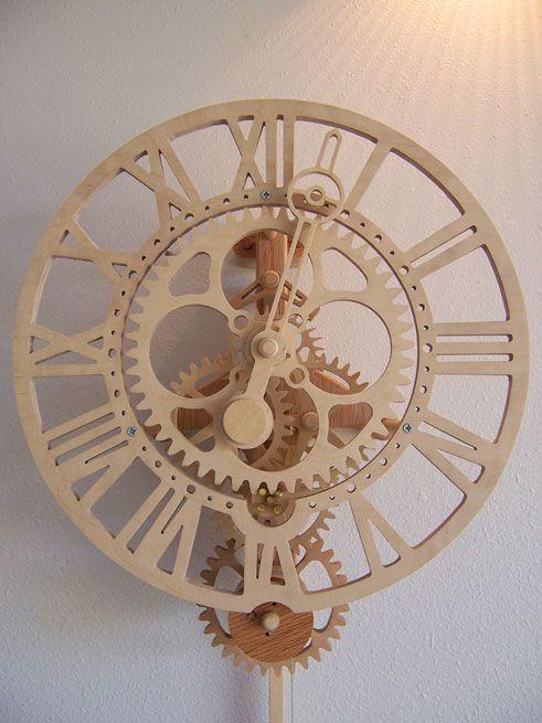 Si vous aimez les mécanismes de pendule, là vous allez adorer, et en plus ils sont en bois! Sur le site vous trouverez des vidéos, des photos et surtout des plans! Si vous avez le temps, vous pour…