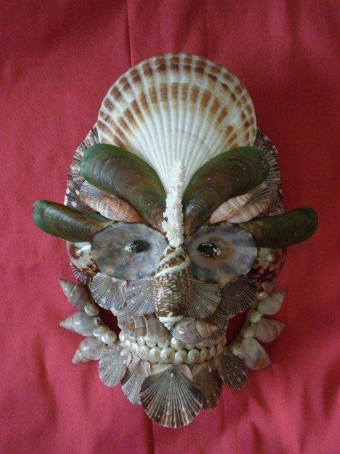 395 best shell faces 1 images on pinterest seashell art for Arts and crafts with seashells