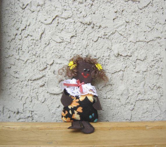 Poupée de peau foncée. Petite poupée. Poupée fait par BBBsDesigns, $10.00