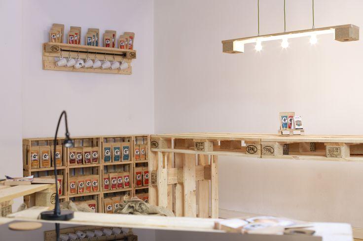 9 besten m bel aus paletten und weinkisten bilder auf pinterest m bel aus paletten freunde. Black Bedroom Furniture Sets. Home Design Ideas