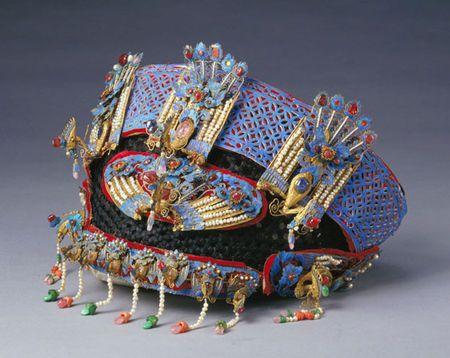 императрица праздничный  головной убор ,феникс дизайн,1875-1908,ротангполски,шелкового плетения,перо зимородка,жемчуг,золото.полудрагоценные камни ,Китай
