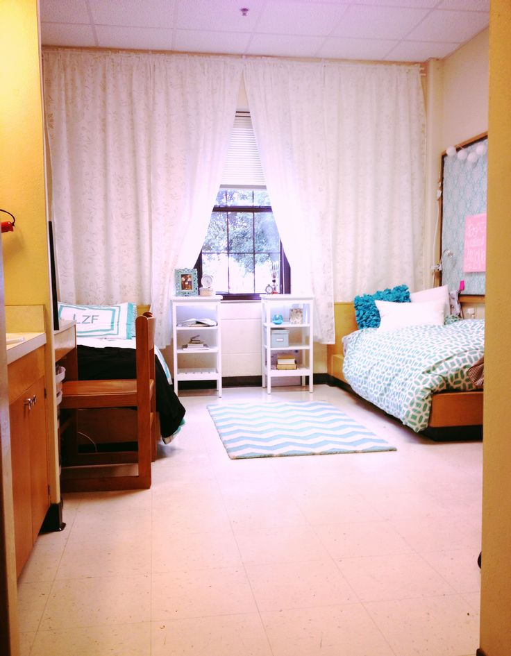 Love the curtains - it makes the room feel so much bigger! #Baylor #NorthRussell #dorm