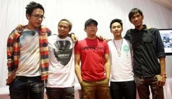 Noah band is new group band ex personal PeterPan now very popular on Google searh indonesia you can find some of their song here  The personal...