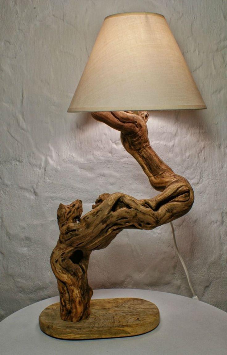 Lampenfuß aus Treibholz mit skuriller Form