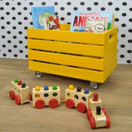 Caixote P Amarelo com Rodinhas é tudo de bom para organizar discos, brinquedos, livros, etc. As Rodinhas de Silicone trazem mais funcionalidade na sua decoração e organização! =) Venha dar uma espiadinha na nossa Loja Tadah Design! <3