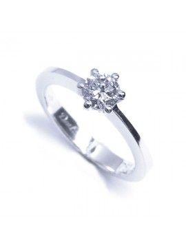 Solitario de oro blanco con 1 brillante. www.larrabe.com  #solitario #anillo #pedida #compromiso #sortija #complementos #joyas