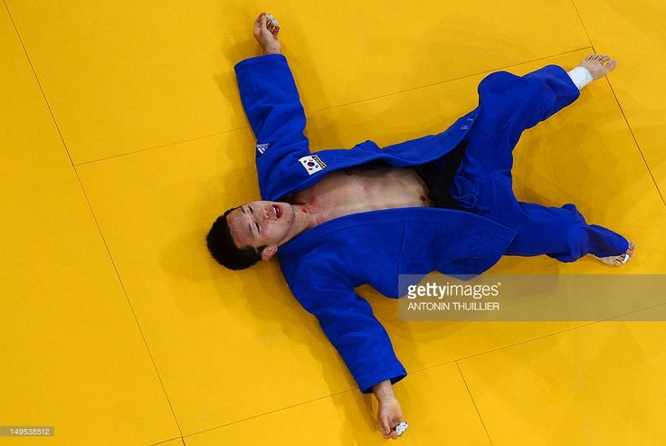 CAMERA - South Korea's Ki-Chun Wang reacts after losing his men's -73kg judo contest bronze medal match of the London 2012 Olympic Games on July 30, 2012 at the ExCel arena in London.