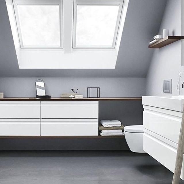 Hvitt og grått #baderom er en klassiker. Her er litt ...