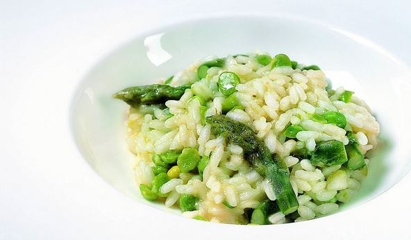 Risotto met doperwtjes en groene asperges -