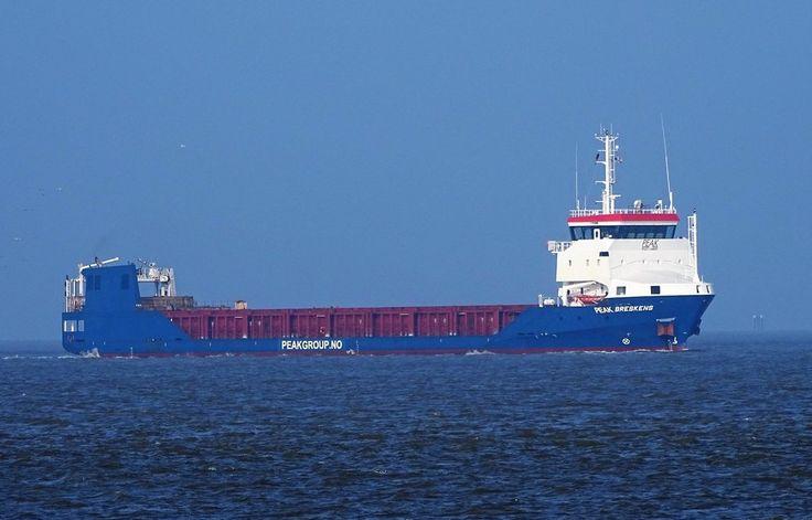 """Buque: """"PEAK BRESKENS"""". Año de construcción: 2011. IMO: 9612545. DWT: 2.978 Tm. Propietario: B.V. Administrar a la Sra. Abis Breskens, Harlingen / Peak Projects Carriers AS, Nyborg. Gerente: Navigia Shipmanagement B.V., Groningen. Dimensiones: Eslora 89.45 m. Manga 14 m. Calado 6.80 m.. Potencia del motor: 2.065 bhp. Velocidad: 12 nudos. Identificativo: PCJN. Bandera: Holanda"""