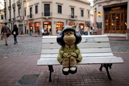 """Quino, el creador de la inconformista Mafalda, galardonado con el Premio Príncipe de Asturias de Comunicación y Humanidades. Según el jurado, el humorista gráfico supo combinar """"la simplicidad en el trazo con la profundidad de su pensamiento""""."""