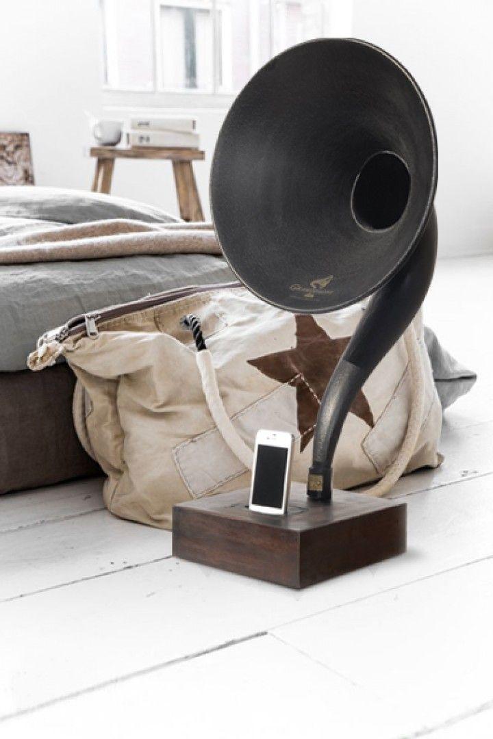 Encontrá FONOLA. Reproductor de música desde $4500. Antigüedades y más objetos únicos recuperados en MercadoLimbo.com. http://www.mercadolimbo.com/producto/1458/fonola-reproductor-de-musica