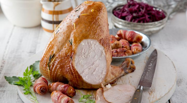 Turkey Crown with Pigs in a Blanket and Braised Red Cabbage #KevinDundon #GoodFoodKarma #SuperValu #Recipe