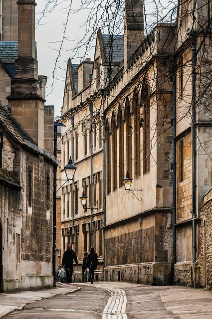 Oxford: Brasenose Lane |Where are Morse & Lewis?   Lewis and Hathaway are gone in the mists - will they ever return?  Oxford needs them!
