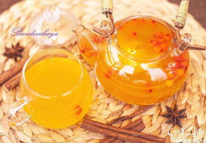 Праздничный чай из облепихи с апельсином. Очень вкусный, ароматный, согревающий и полезный напиток для холодов. Облепиху можно использовать как свежую, так и замороженную. Специи также можно добавлять по вкусу, а мед полезнее добавлять прямо в чашку. #едимдома #чай #напитки #рецепты #кухня #готовимдома