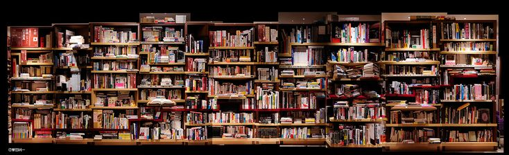 立花隆の本棚。