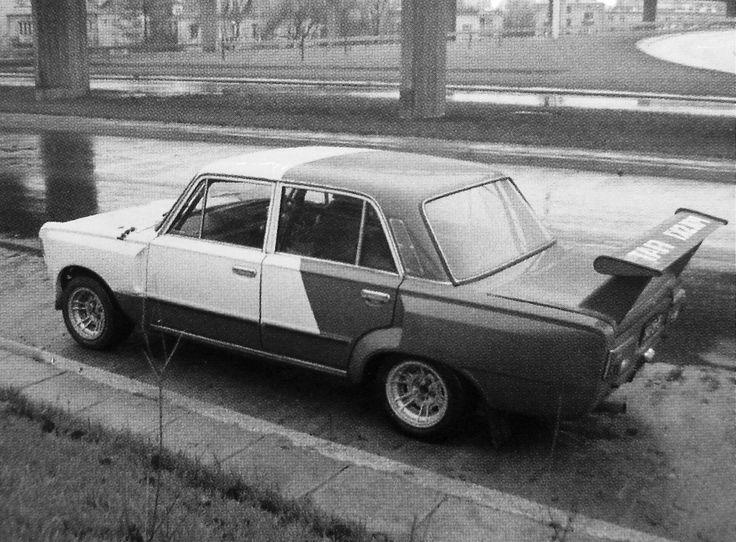 Fiat ten otrzymał Włoskie koła magnezowe ''Cromodora'' 13x8 typu; ''CD 80 RC''. Wzór ten opracowany został specjalnie dla Fiata 124 Abarth, w swej oryginalnej wersji, jedno takie koło ważyło zaledwie; 5,380kg. Rozstaw śrub; 4x98mm.