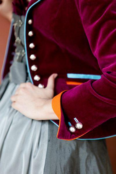 Exklusive Tracht - Marianne Kranz, München | Damentracht: Mieder, Röcke, Schürzen und Täschchen, Dirndl, Gehröcke, Jacken und Mäntel, Lederröcke und Blazer