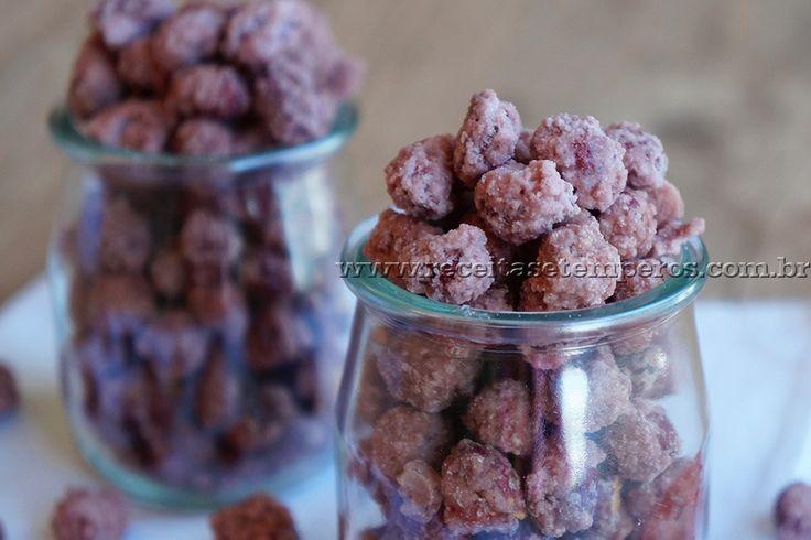 Receita de Amendoim doce - Praliné passo-a-passo. Acesse e confira todos os ingredientes e como preparar essa deliciosa receita!