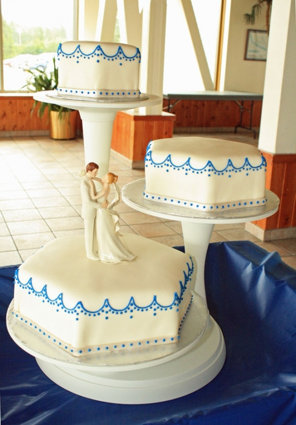 Hexagonal Wedding Cake, love the pattern but in gold