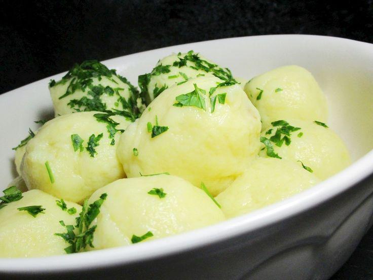 Einfache Kartoffelknödel nach Omas Rezept, ein raffiniertes Rezept aus der Kategorie Klöße. Bewertungen: 61. Durchschnitt: Ø 4,3.