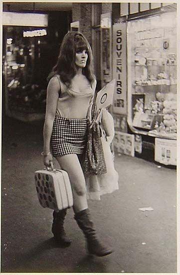 Rennie Ellis, Between Strips, Kings Cross,Sydney Australia c1970