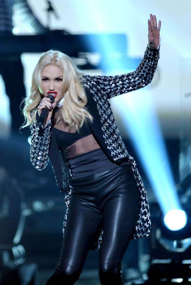 "Gwen Stefani at the AMA performance of ""Looking Hot"" - c/o http://blogs.pjstar.com/eye/files/2012/11/ama04.jpg"
