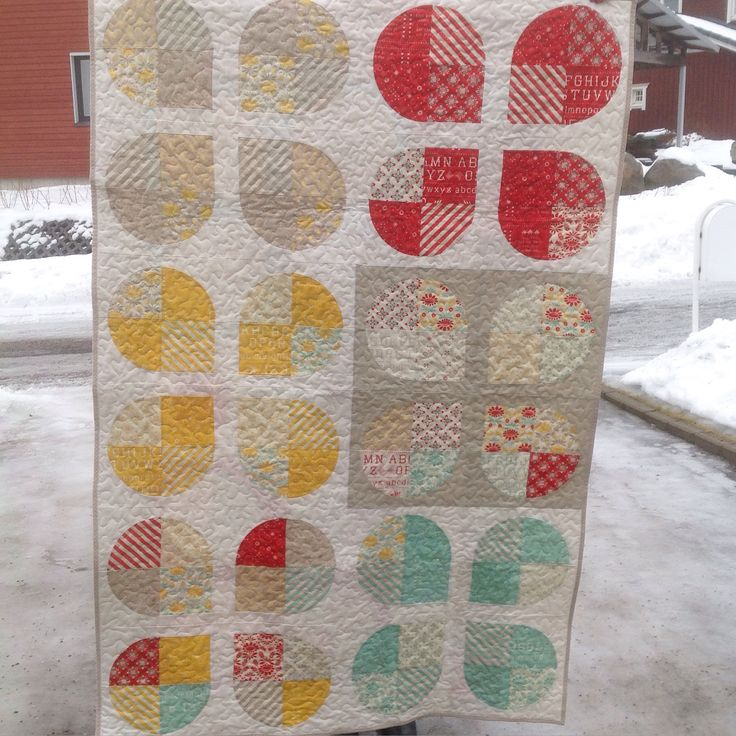 Retro Flower quilt by Anu