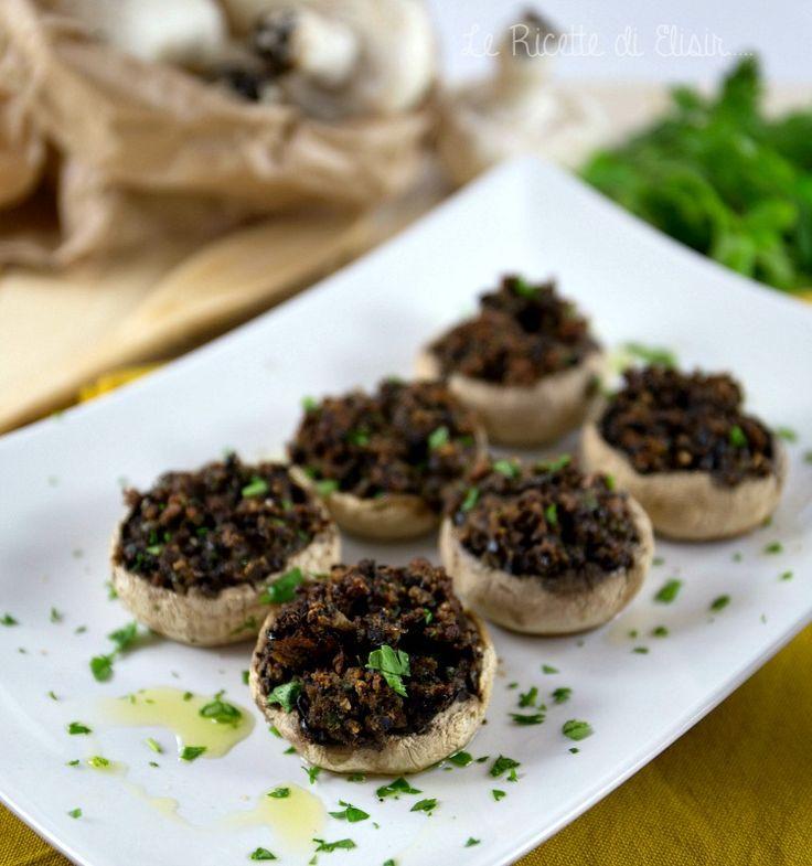 Funghi ripieni al forno gustosi e croccanti, senza carne e uova. http://blog.giallozafferano.it/ricettedielisir/funghi-ripieni-al-forno-gustosi-e-croccanti/