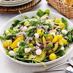 Salat med mango, avocado og mini-mozzarella