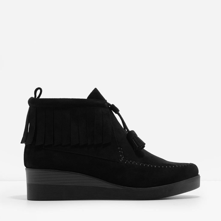 Ankle+length+Chukka+boot+wedges+with+fringe+and+