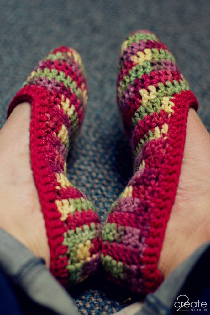 not-so-dated Crochet Slippers -- they look like ballet shoes to me! 2Create in Color »