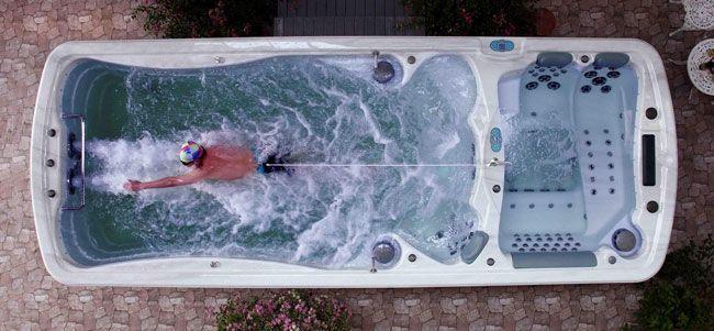 Le spa de nage cumule les avantages pour les afficionados du jacuzzi... Mini dossier pour en savoir plus
