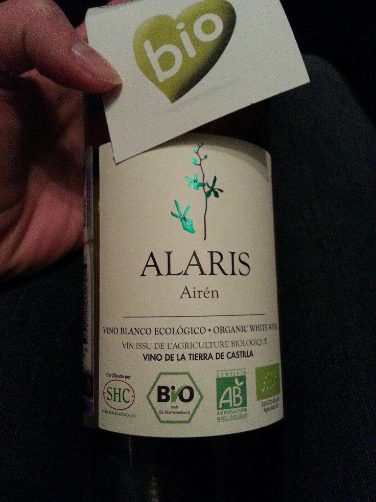 """Органическое вино. На этикетке стоят знаки международной экологической маркировки,слева направо знак """"Печать БИО"""" (Bio-Siegel), используемый в Германии, французский знак органического сельского хозяйства """"АВ"""" и знак """"Евролист"""" - европейская система сертификации органической продукции."""