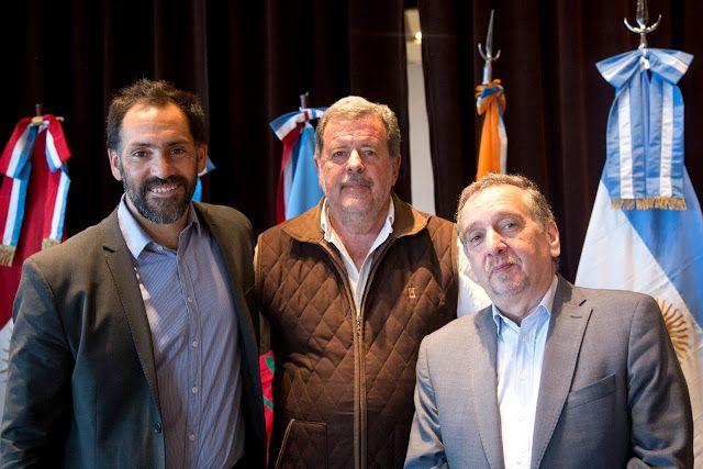 Elustondo representó a la Provincia en una nueva asamblea del COFECYT en Ushuaia   El ministro de Ciencia Tecnología e Innovación bonaerense Jorge Elustondo participó ayer de una nueva Asamblea del Concejo Federal de Ciencia y Tecnología (COFECYT) realizada por primera vez en la provincia de Tierra del Fuego. El encuentro presidido por el ministro de Ciencia Tecnología e Innovación Productiva de la Nación Lino Barañao y el titular del COFECYT Tomás Ameigeiras contó además con la presencia de…