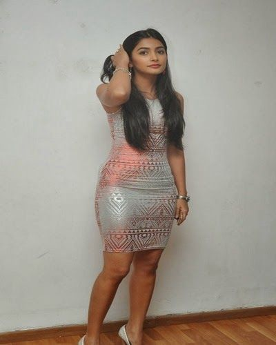 Mukunda movie heroin Pooja Hegde latest beautiful photoshoot stills