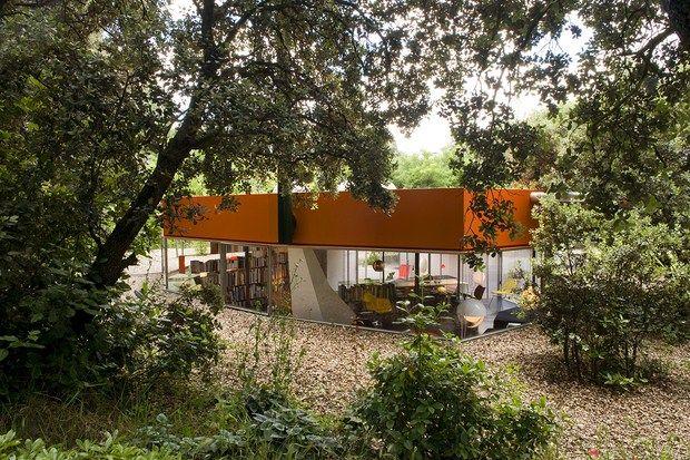 İspanyol mimarlık ofisi Selgas Cano'dan İspanya'nın Madrid kentindeki bol yeşillikli bir alanda konumlandırılmış Silikon Ev ...