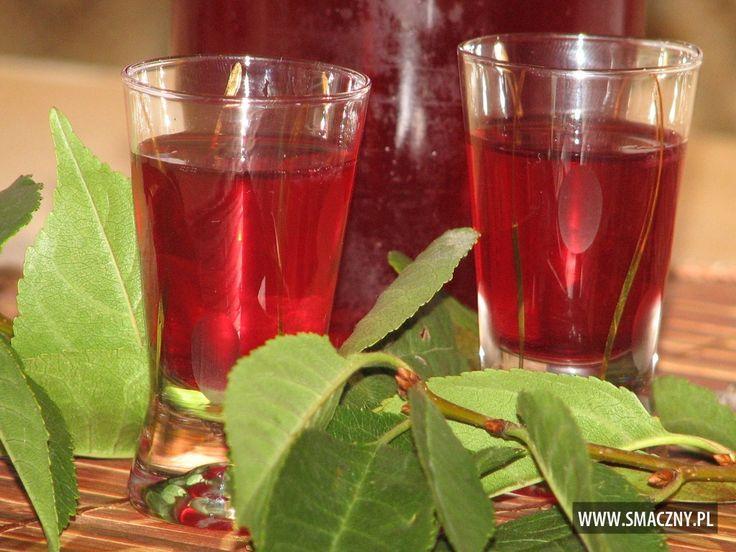Szybka nalewka z owoców i liści wiśni